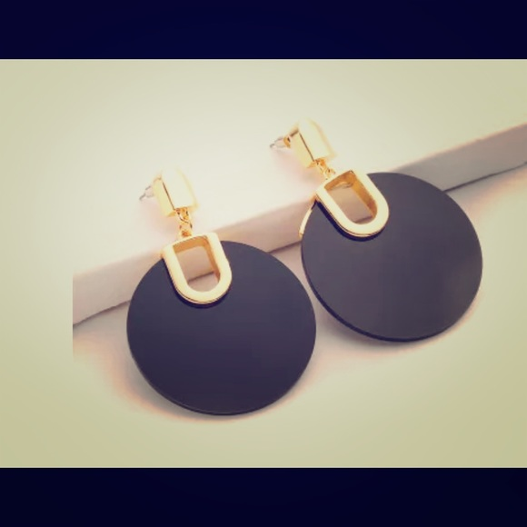 Jewelry - 2 black and gold fashion earrings